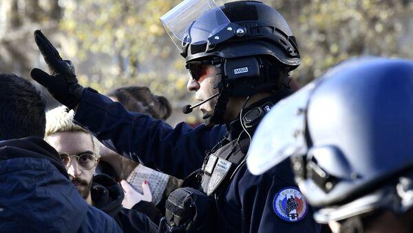 French police officer - Sputnik International