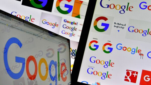 A picture taken on November 20, 2017 shows logos of US multinational technology company Google displayed on computers' screens - Sputnik International