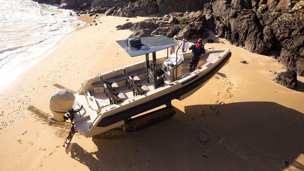 Iguana 31 amphibious yacht - Sputnik International