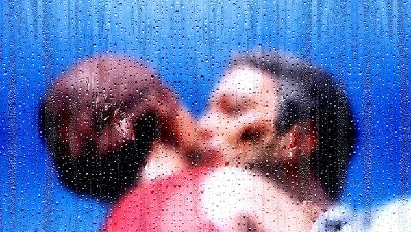 Man and woman kissing - Sputnik International