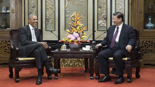 In this Wednesday, Nov. 29, 2017, photo released by China's Xinhua News Agency, former U.S. President Barack Obama, left, meets with Chinese President Xi Jinping at the Diaoyutai State Guesthouse in Beijing - Sputnik International