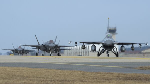 U.S. Air Force F-16 Fighting Falcon, right, and F-35A Lightning IIs assigned to the 34th Expeditionary Fighter Squadron Hill Air Force Base, Utah, taxi toward the end of the runway during the exercise VIGILANT ACE 18 at Kunsan Air Base, South Korea - Sputnik International