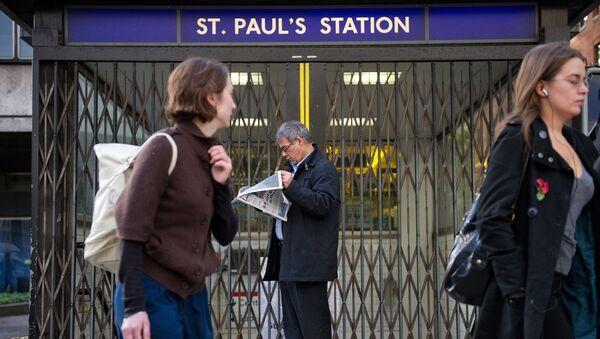 (File) A man stands outside the locked gates of St Paul's underground station in central London, on November 3, 2010 - Sputnik International