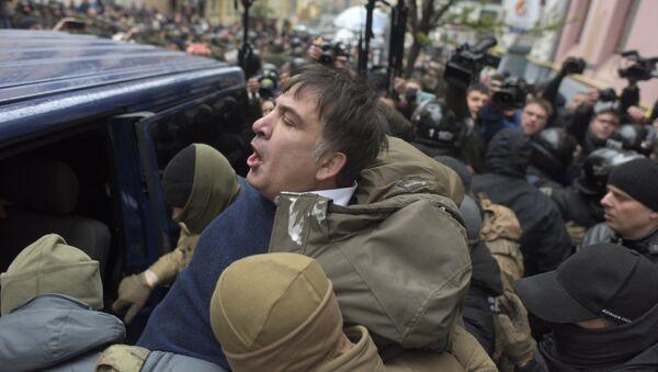 Ukrainian Security Service officers detain Mikheil Saakashvili at his house in Kiev, Ukraine, Tuesday, Dec. 5, 2017 - Sputnik International