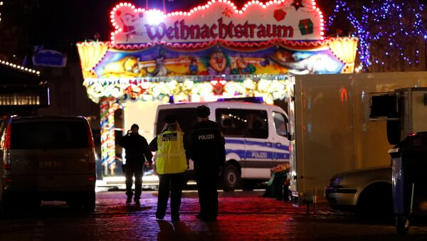 Police have evacuated a Christmas market and the surrounding area in the German city of Potsdam, near Berlin, Germany, December 1, 2017, to investigate a suspicious object - Sputnik International