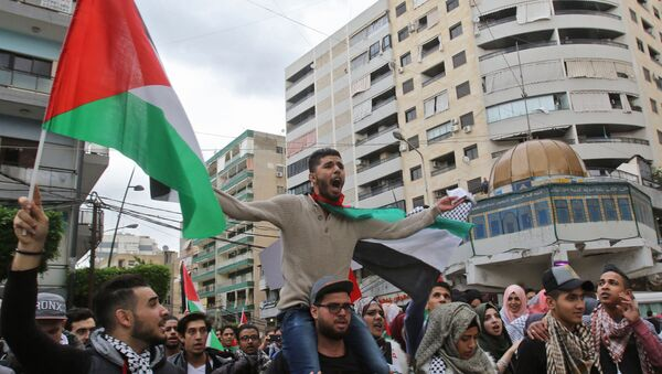 Palestinian students waving the national Palestinian flag and a model of Jerusalem's Dome of the Rock mosque protest in the streets of the southern Lebanese port city of Sidon on December 7, 2017 against US President Donald Trump's recognition of Jerusalem as Israel's capital - Sputnik International