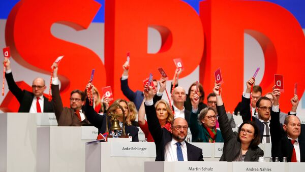 Social Democratic Party (SPD) members vote during an SPD party convention in Berlin, Germany, December 7, 2017 - Sputnik International