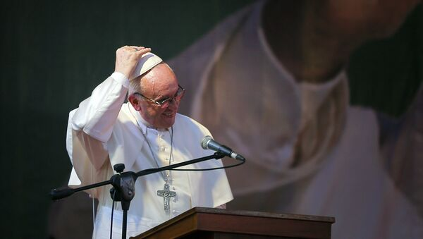 Pope Francis fixes his cap as he gives his speech during a meeting with young people at Notre Dame College in Dhaka, Bangladesh, Saturday, Dec. 2, 2017. - Sputnik International