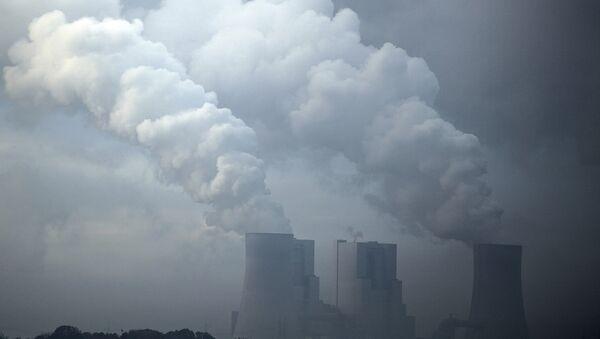 A brown coal power plant photographed in morning fog near Hoeningen, Germany, Monday, Nov. 6, 2017 - Sputnik International