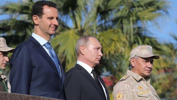 President of Russia Vladimir Putin, President of Syria Bashar al-Assad (left) and Defense Minister Sergei Shoigu at the Hmeymim Air Base in Syria - Sputnik International