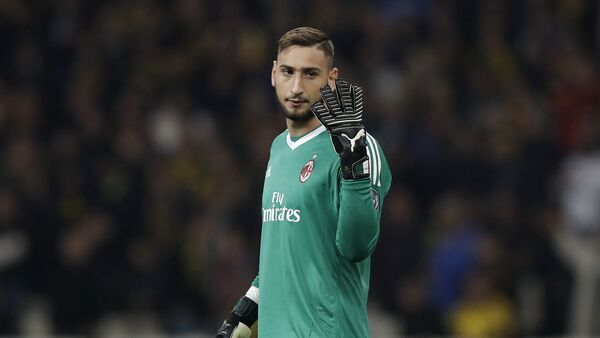 AC Milan goalkeeper Gianluigi Donnarumma gives instructions during the Europa League group D soccer match between AEK Athens and AC Milan at the Olympic stadium, in Athens, Thursday, Nov. 2, 2017 - Sputnik International