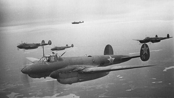 Great Patriotic War of 1941-45. Soviet aircraft bomb enemy's defenses near Leningrad during the blockade of the city in 1943 - Sputnik International