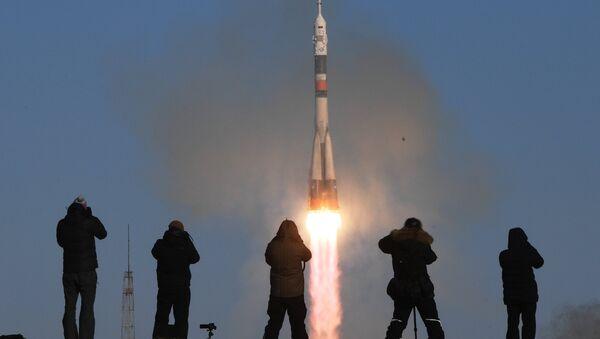 Start-up of the Soyuz-FG carrier rocket with the Soyuz MS-07 - Sputnik International