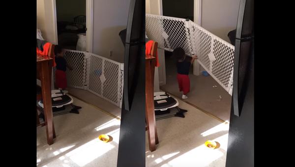 Innovative Toddler Beats Baby Gate - Sputnik International