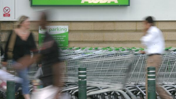 Shoppers use the entrance of the Asda supermarket (File) - Sputnik International