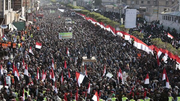 Supporters of Shiite Houthi rebels attend a rally in Sanaa, Yemen, Tuesday, Dec. 5, 2017. The killing of Yemen's ex-President Ali Abdullah Saleh by the country's Shiite rebels on Monday, as their alliance crumbled, has thrown the nearly three-year civil war into unpredictable new chaos. - Sputnik International