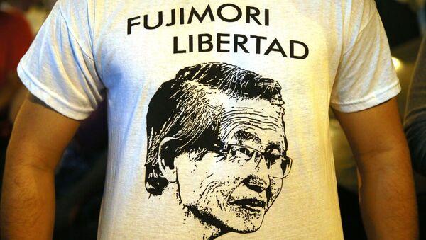 People celebrate in favor of Peru's ex-president Alberto Fujmori in Lima on December 24, 2017 - Sputnik International