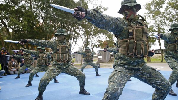 Taiwan's frogmen Marines perform close combat drills just a few kilometers from mainland China on the outlying island of Kinmen, Taiwan (File) - Sputnik International