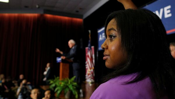 Erica Garner, daughter of Eric Garner, a black man choked to death by a police officer last year, raises her hand to ask U.S. Democratic presidential candidate Bernie Sanders a question at a town hall campaign event in Columbia, South Carolina, U.S., February 16, 2016 - Sputnik International