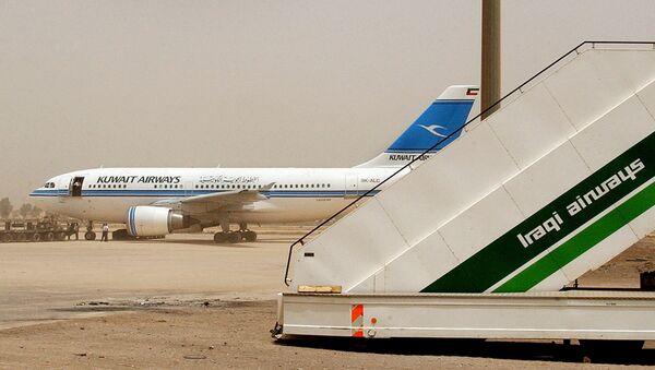 A Kuwait Airways airplane is refuelled at Baghdad International Airport on Sunday, May 18, 2003. - Sputnik International