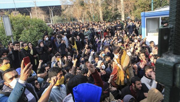 In this photo taken by an individual not employed by the Associated Press and obtained by the AP outside Iran, university students attend a protest inside Tehran University while anti-riot Iranian police prevent them to join other protestors, in Tehran, Iran, Saturday, Dec. 30, 2017 - Sputnik International