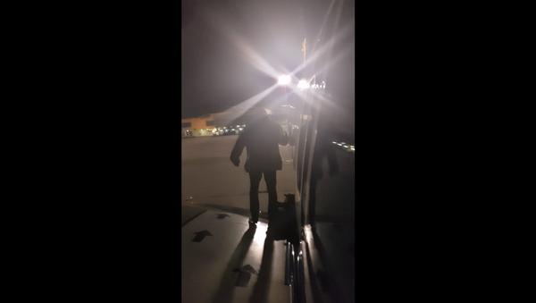 Man frustrated with delays on Ryanair flight departs via emergency exit - Sputnik International