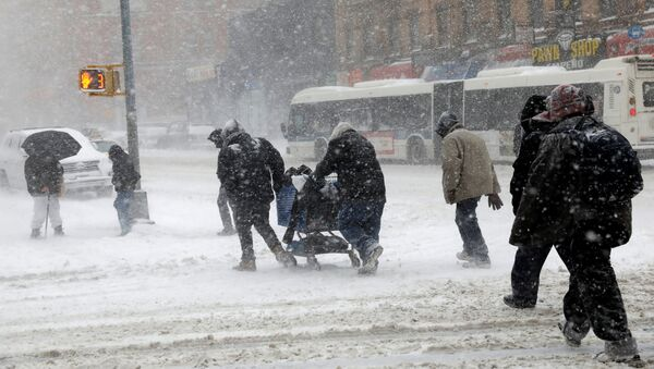 People struggle against wind and snow as they cross 125th street in upper Manhattan during a snowstorm in New York City, New York, U.S., January 4, 2018 - Sputnik International