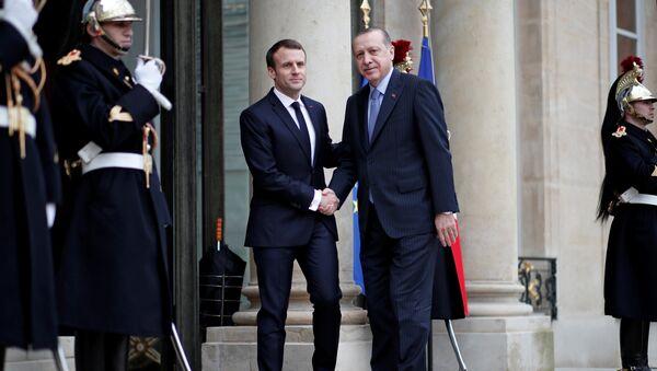 French President Emmanuel Macron welcomes Turkey's President Tayyip Erdogan at the Elysee Palace in Paris, France, January 5, 2018 - Sputnik International