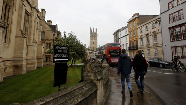 In this Sunday, Sept. 3, 2017 photo, people walk around Oxford University's campus in Oxford, England - Sputnik International