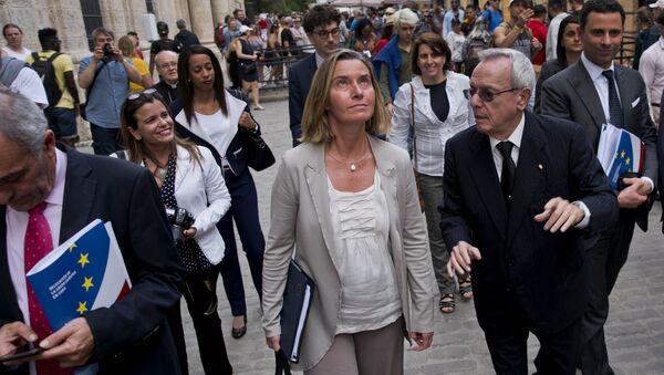 European Union High Representative Federica Mogherini, center, listens to Cuba's historian Eusebio Leal, right, as she tours Old Havana, Cuba, Wednesday, Jan. 3, 2018 - Sputnik International