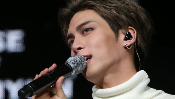 This undated picture released by Yonhap news agency in Seoul on December 18, 2017 shows Kim Jong-Hyun, singer of popular K-pop group SHINee - Sputnik International