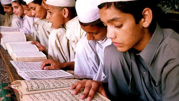 Muslim children read the Quran - Sputnik International