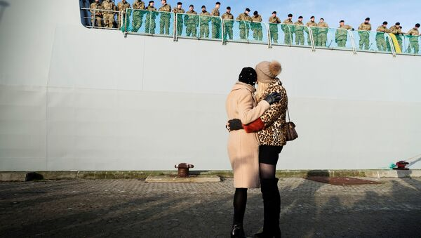Relatives wave goodbye to soldiers aboard the Danish Warship Esbern Snare which leaves for Estonia from Korsoer naval base, carrying infantry fighting vehicles in Denmark January 9, 2018 - Sputnik International