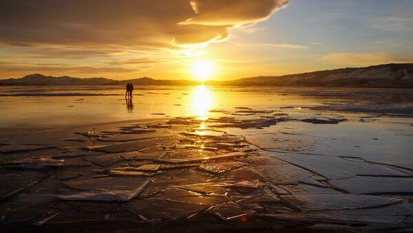 Baikal in Winter: Pure Beauty of a Frozen Lake - Sputnik International