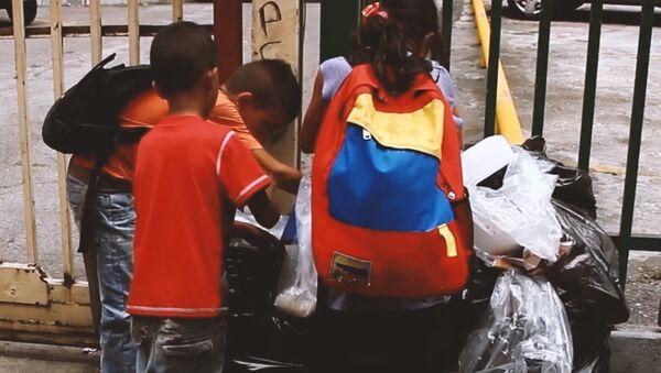 Children rummage in garbage on streets of Venezuela - Sputnik International