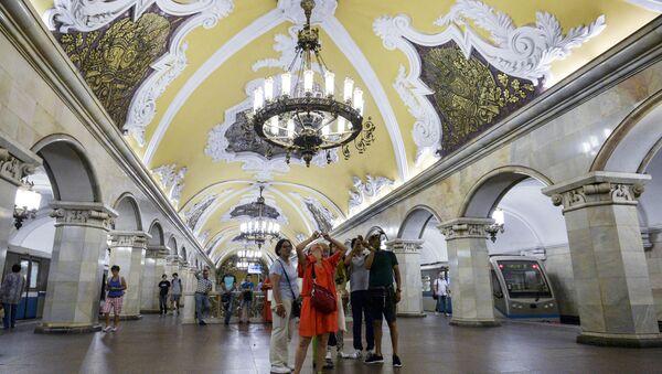 Moscow Metro: Architectural Extravagance Hidden Underground - Sputnik International