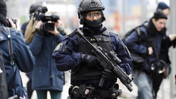 A special force police officer patrols near the department store Ahlens following a suspected terror attack on the Drottninggatan street in central Stockholm, Sweden, Saturday, April 8, 2017 - Sputnik International