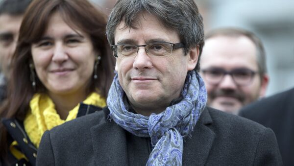 Ousted Catalan leader Carles Puigdemont, center, stands with elected Catalan lawmakers of his Together for Catalonia party at a park in Brussels - Sputnik International