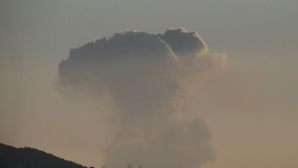 A plume of smoke rises on the air from inside Syria, as seen from the outskirts of the border town of Kilis, Turkey, Saturday, Jan. 20, 2018 - Sputnik International