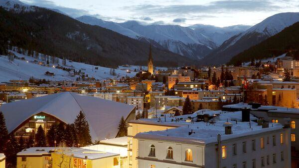 A night view shows the Swiss mountain resort of Davos, Switzerland, January 11, 2018 - Sputnik International