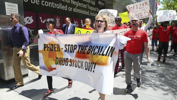 Protestors march during the Pfizer Stop the Bicillin Drug Shortage demonstration outside of Pfizer headquarters on Thursday May 18, 2017 in New York. - Sputnik International