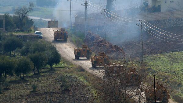 Turkish military armoured vehicles arrive at a border village near the town of Hassa in Hatay province, Turkey, Turkey January 21, 2018 - Sputnik International