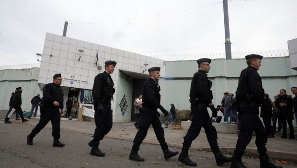 Riot police officers walk by Borgo prison on January 22, 2018 on the French Mediterranean Island of Corsica, as striking prison guards block its access as part of a nationwide movement to call for better safety and wages - Sputnik International