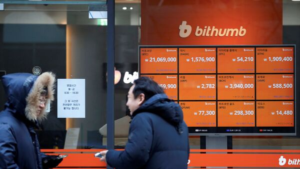 Men talk in front of an electric board showing exchange rates of various cryptocurrencies at Bithumb cryptocurrencies exchange in Seoul, South Korea, January 11, 2018 - Sputnik International