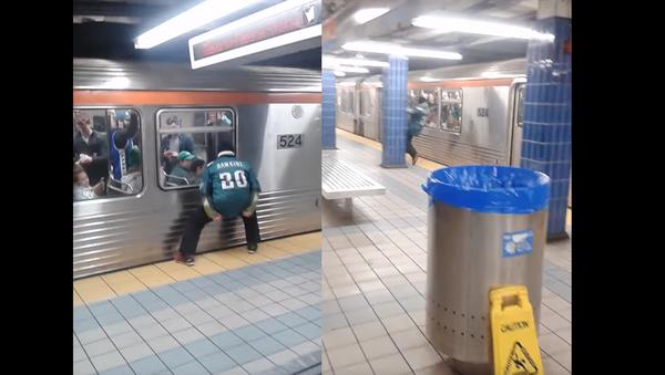 Bird Down! Drunk Philadelphia Eagles Fan Flies Into Pole, Train - Sputnik International