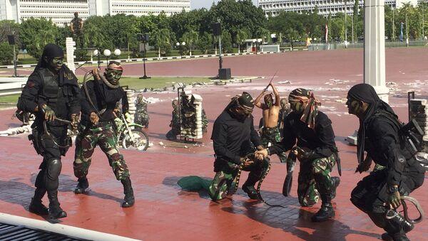 Indonesian special forces demonstrate snake-handling Wednesday, Jan. 24, 2018, for U.S. Defense Secretary Jim Mattis in Jakarta, Indonesia. - Sputnik International