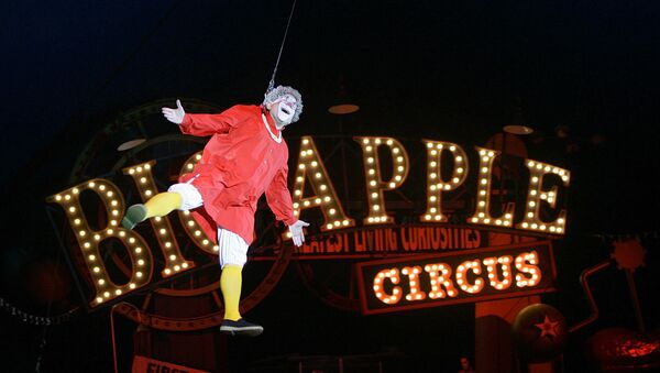 FILE - This May 6, 2007 file photo shows Barry Lubin, as  Grandma, performing in the Big Apple Circus in Boston. Lubin resigned from the Big Apple Circus following accusations that he pressured a 16-year-old aerialist to pose for pornographic photos. - Sputnik International
