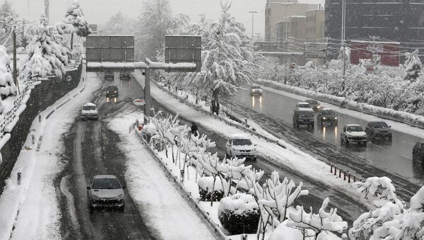 A picture taken on January 28, 2018 shows roads covered in snow in the Iranian capital Tehran - Sputnik International