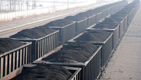 gondola railcars loaded with coal - Sputnik International