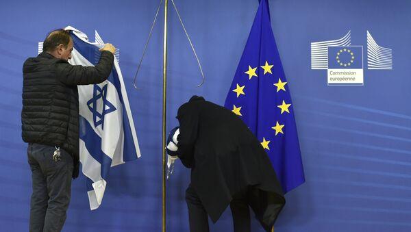 Employees of the European Commission remove the Israeli flag (File) - Sputnik International